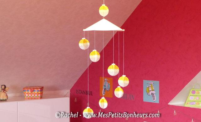Mobile de no l des boules 3d en perles hama pour un joli serpentin - Boule de noel a fabriquer en papier ...