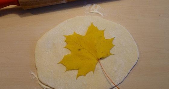 Bricolage enfant feuille d 39 automne en p te sel - Pate a sel modele ...