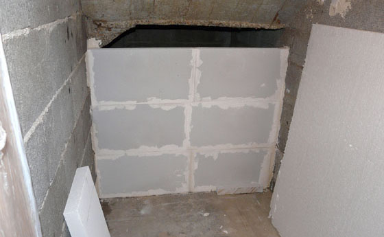 Am nagement sous un escalier pour un coin chaussures bien ordonn - Monter un mur en carreau de platre ...