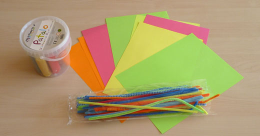 Papillon en papier et cure pipe bricolage de printemps facile - Bricolage facile en papier ...
