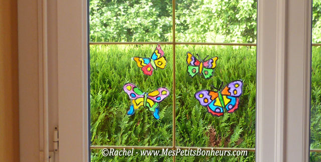 Bricolage papillon effet vitrail pour d co de fen tre for Decoration fenetre maternelle
