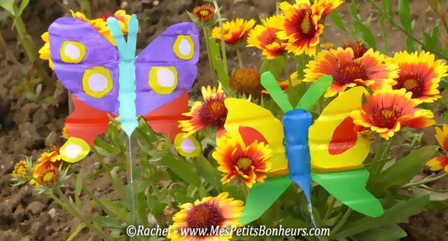D co du jardin papillons en bouteilles plastiques for Decoration jardin maternelle