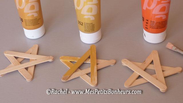 Bricolage d co pour no l toiles en b tonnets de bois for Peinture pour volets en bois