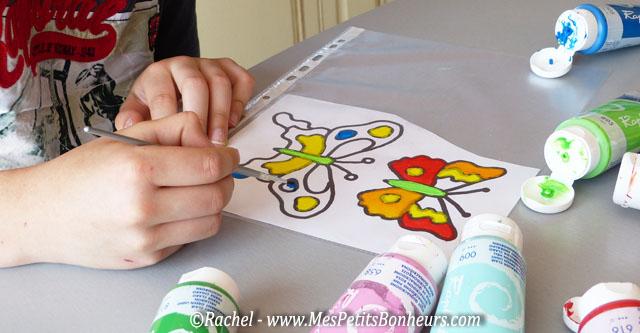 Bricolage papillon effet vitrail pour d co de fen tre for Peinture pour table plastique