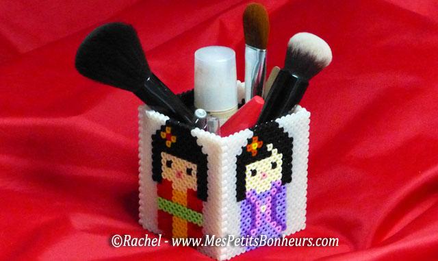 Poup es kokeshi ou kimmidoll pour un pot crayons ou maquillage en perles hama - Pot a maquillage ...