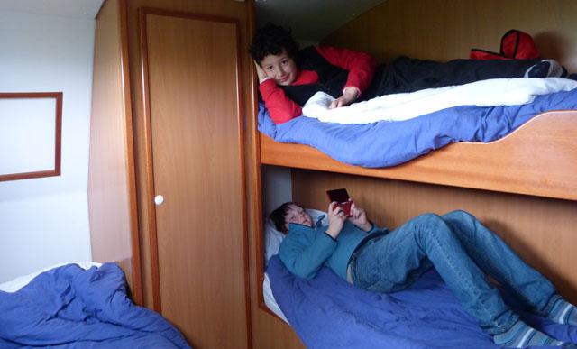 Vacances bord d un bateau de location sans permis c t for Dans un petit bateau